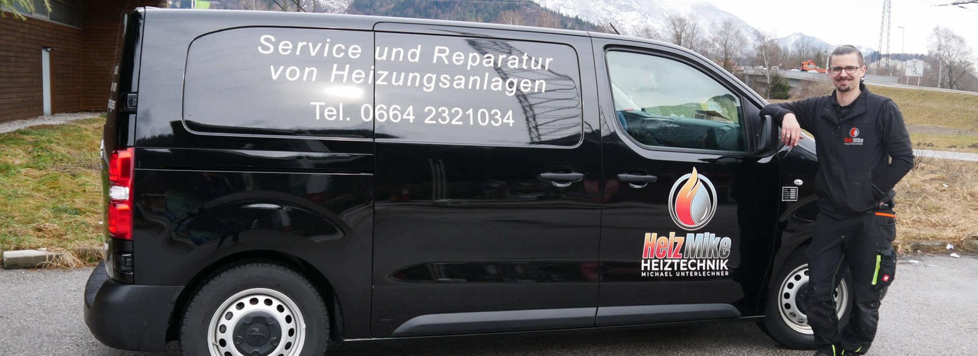 Michael Unterlechner mit seinem Firmenwagen